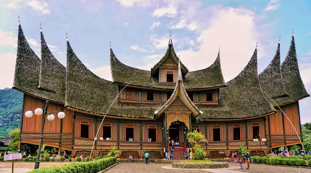 Istana Pagaruyung (wisato)