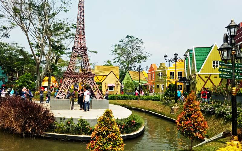 Devoyage Bogor - Menara Eiffel, Paris (wisatabagus)