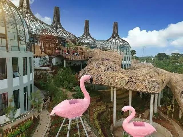 Patung flamingo Alas Tirta (jejakkenzie)